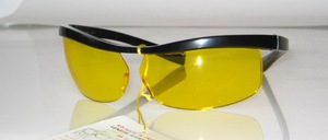 Poppige, halb randlose Balken -Windschutzbrille, Frankreich, 80er Jahre<br /> Farbe: Schwarz<br /> Scheiben: Gelb, Nur für schlechte Sicht !<br /> Größe: 70/15 - Innenweite: 135 mm