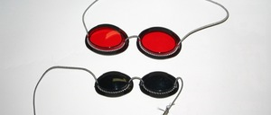 Eye protection with band for sunlamp, solarium or infrared radiation