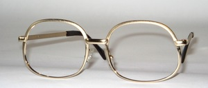 High quality, sturdy metal frame in timeless shape, Made in France