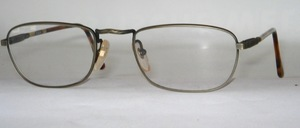 A distinctive, slightly flatter men's metal frame, possibly also usable as half glasses