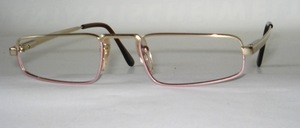 A high quality, comfortable metal <br /> Reading glasses with flexible hinges