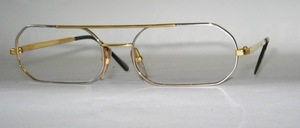 A slightly flatter men's metal frame in great design and top quality