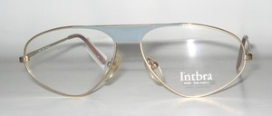 A lightweight unisex styled metal frame
