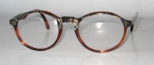 Die klassische, etwas rundliche Panto Brillenfassung aus tollem Azetat, Handmade in Italy