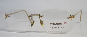 A high-quality, rimless, 100% titanium eyeglass frame in a noble, timeless design and gold-colored <br /> Metal nose studs
