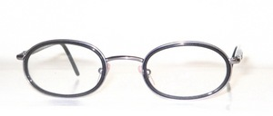 A high-quality oval metal frame with black inner cell rings and flexible hinges
