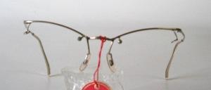 Eine rare Bohr -Klemmbrille aus den 30er Jahren, jedoch in fabrikneuem Zustand