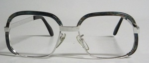 Eine ganz hochwertige Herren Metall<br /> Brillenfassung mit edler, teuerster<br /> Rhodium Beschichtung