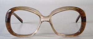 Eine sehr stabile, hochwertige, hand-gefertigte Damen Acetatfassung in schönem zeitlosen Design