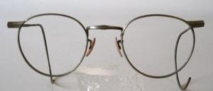 Eine schöne, alte Pantofassung aus den 30er Jahren mit langen, ganz weichen Gespinstbügeln und mit Nasenpads