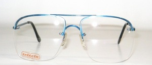 A slightly larger, rimless 4-hole metal drill bar goggles in stable, excellent quality