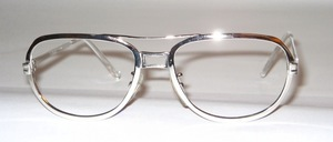 Stable, high-quality, SELECTA metal frame with a nostalgic touch