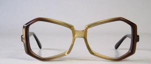Eine außergewöhnliche Brillenform in toller Verarbeitung