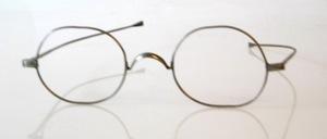 Original alte ' Nickelbrille ' der 20er bis 30er Jahre, schon bisschen Antikgrau aber sonst neu und ungetragen