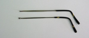 From old factory inventories of the 30s arrived: <br /> Bow type: golf or hook hangers, <br /> Color: nickel, with yellow / brown olive strap end