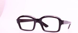 Eine typische ' NERD' Brillenfassung der 70er Jahre aus Azetat