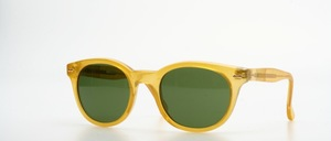 A timeless, modern sunglasses in really great unisex design