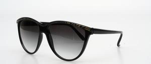 An elegant big sunglasses in a fine and feminine look