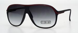 Eine sportliche maskuline Sonnenbrille