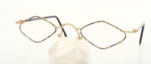 Fashionable diamond-shaped frame in unisex design