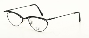 A light, chic diamond-shaped beam metal eyeglass frame
