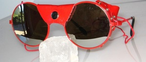 Round red glacier glasses with red nose and side leather