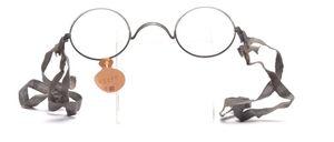Wieder eingetroffen:<br /> Original alte Gasmaskenbrillen aus dem 2
