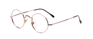 Timeless round frame in delicate rosésilver with colored glass rim in nude