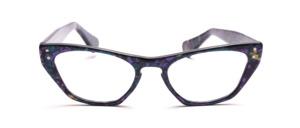 Blau-Lila gemusterte Brille im Hollywoodstil mit je 2 Ziernieten vorne und an den Bügeln