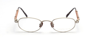 Metal frame in matt silver with wooden nose pads and elaborately designed temples with wooden inlay