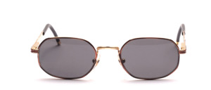 Eine etwas kleiner gehaltene Unisex Metall Sonnenbrille mit schöner Ziselierung