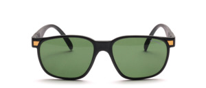 A light, chic matching sunglasses in unisex design