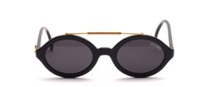 Eine coole, poppige ovale Sonnenbrille mit goldenem Stirnbügel