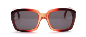 High quality sunglasses in a reddish brown transparent color with wide straps <br /> Made in Italy <br /> Color: reddish brown <br /> Slices: brown tinted <br /> Size: 54 - 20 mm <br /> <br /> <br /> <br /> <br /> <br /> High quality sunglasses: Made in Italy