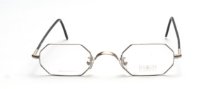 8-cornered metal frame in matt silver with flexible hinge