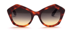 Trendy women's glasses in butterfly shape in dark Havana and glazed with lenses in gray gradient