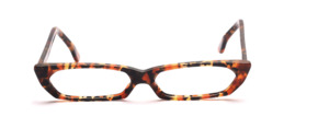 Flat, smartly patterned acetate frame in tortoiseshell colors