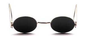 Ovale antike Schutzbrille aus den 40er Jahren vermutlich mit extrem dunkelgrünen Gläsern und langen Gespinstbügeln und Rändelschrauben