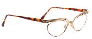 Wild cat eye glasses in gold metal with a brown patterned glass rim and a strong upper edge in gold and black