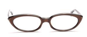 Zierliche 60er Jahre Brille in Schwarz mit einer Oberfläche in Dunkelbraun