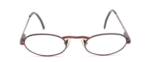 A high-quality, classic oval metal frame, Made in Italy