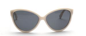 Schicke Sonnenbrille der 80er Jahre in Schmetterlingsform