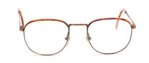 Metal frame in antique gold with a brown Windsor plating on the upper rim