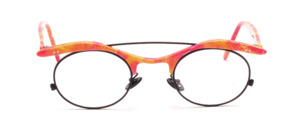 The bestseller of the '90s par excellence, this LA Eyeworks heavily inspired black frame features a top bar and temples in orange, pink and yellow patterns
