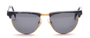 High quality women's sunglasses from the 90s in gold with a blue patterned acetate upper edge and ironing