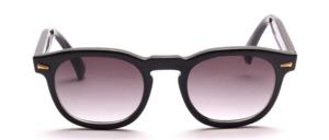Schöne, dominante Herren Sonnenbrille mit goldfarbenen Ziernieten