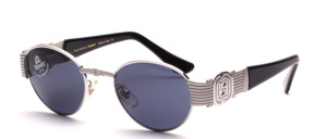 Elegante Sonnenbrille mit breiten Bügel Scharnieren und Acetat Bügelenden