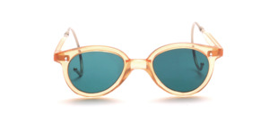Kinderbrille aus den 1920er Jahren aus Acetat in Hautfarben Transparent mit grünen Glasscheiben verglast und mit Sportbügeln in 150 mm Länge
