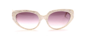 Butterfly Sonnenbrille aus den 80er Jahren in Transparent mit einer Perlmutt Weiß gemusterten Oberfläche am Mittelteil
