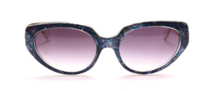Butterfly sunglasses from the 80s in transparent with a mother of pearl blue patterned surface on the middle part